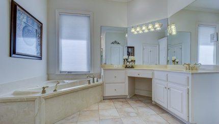 baie minimalistă